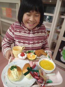 クリスマス食に笑顔