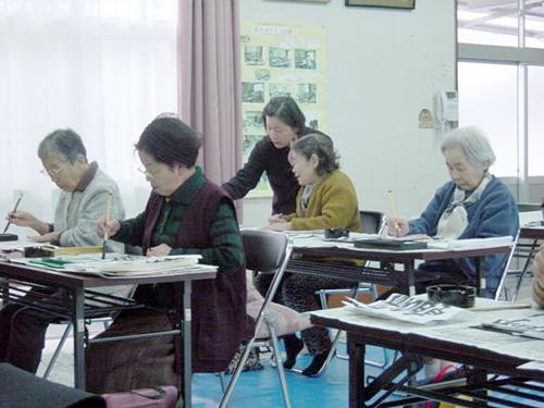 青島荘の書道クラブ