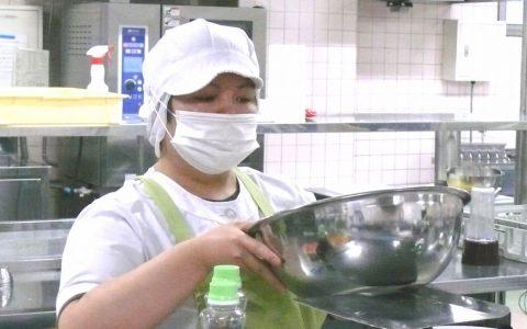 村中 恵 調理員